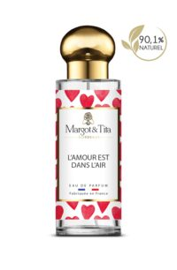 30ml perfume Love is in the air from the brand Margot&Tita. Floral scent composed on top of bergamot, blackberry, jasmine and apple. In heart orange blossom, peony, lily of the valley and in base sandalwood, musky, vanilla, patchouli.